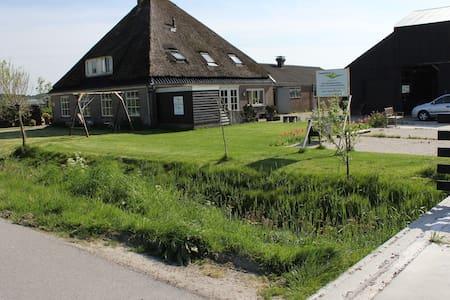 Appartement op boerderij voor max 6 tot 8 personen - Társasház