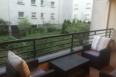 Studio moderne avec terrasse - Apartment