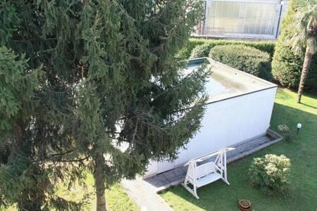 Villa particolare tra laghi e città - Borgomanero - Villa