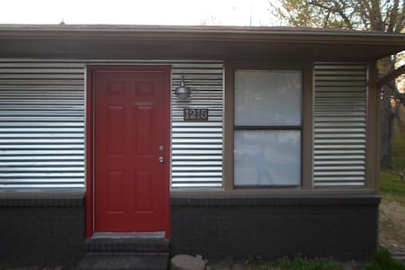 Renovated 2Br near the UofA & I-49 - Fayetteville - Hus