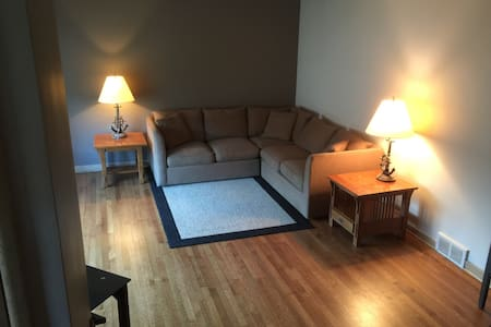 3br prime location near O'Hare, Rosemont & Loop - Adosado