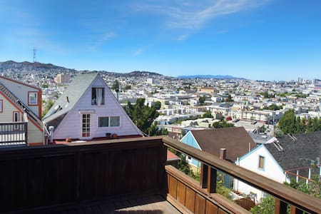 2br House with GG bridge view, yard