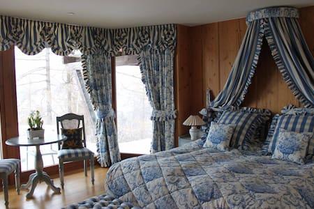 Romantic Bedroom in Luxury Chalet - Nendaz