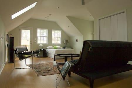 Detached Spacious Loft-Style Suite - Cary - House