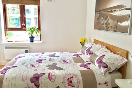 Beautiful modern bedroom: city centre - Appartamento