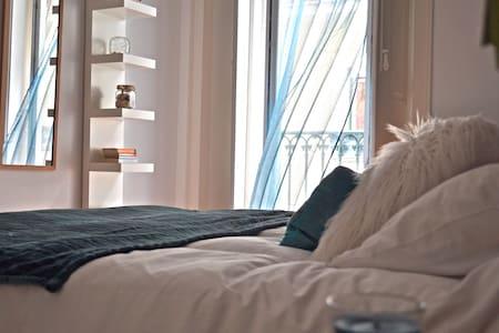Very central & spacious w/ garden - Apartment