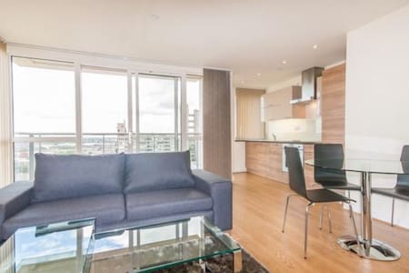 Stunning 1 bed with City Views!
