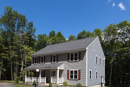 4BR 2.5 Bath North Conway Presidential Home - House