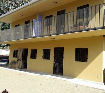 Casa y apartamentos cerca de playa - Casa