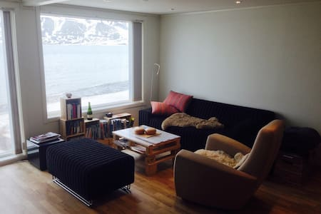 House on the beach - true Arctic lifestyle - Apartamento
