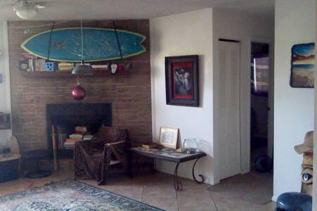 Private Room for 3 Walk to Beach - Satellite Beach - Apartment