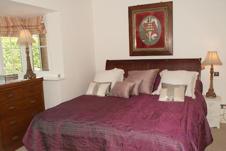 Quiet Superking Ensuite nr Reading - Bed & Breakfast