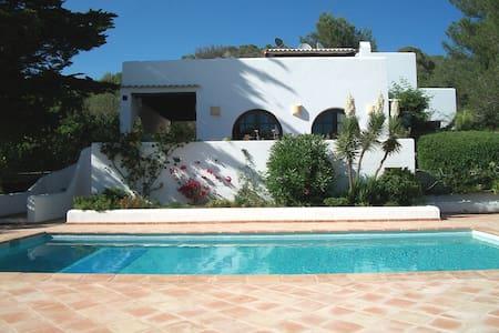 """A property in the """"campo"""" of Ibiza - Santa Eularia des Riu, Ibiza - Villa"""