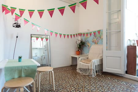 Bright apartment in Gracia