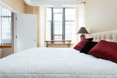 River North Loft in Prime Location - Apartment