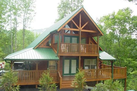 Luxury Log Cabin (5 star rated)