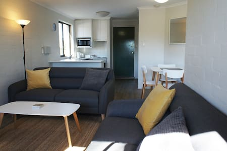 A two bedroom unit with a touch of luxury. - South Perth - Apartamento