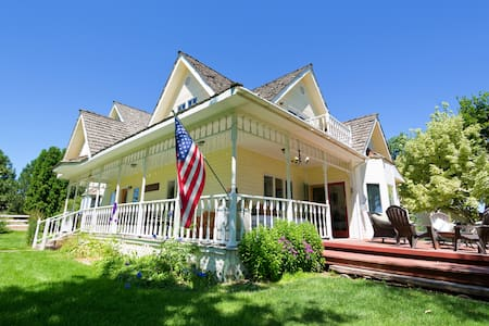 Rustic 1910 Farmhouse - Ház