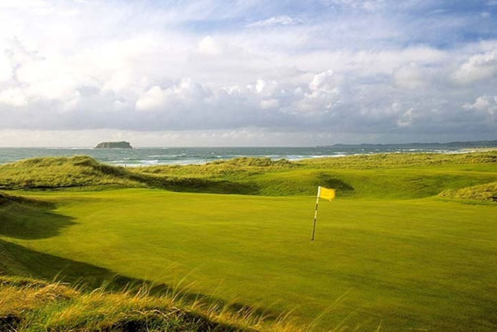 Ballyliffin Golf Club is five minutes away.