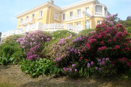 Villa art déco exceptional sea view - Étables-sur-Mer
