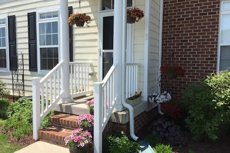 Beautiful and bright: modern 1 bdrm townhouse - Charlottesville - Dom