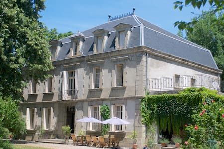 Château de Dournes: Chambre Lavande - Blan - Bed & Breakfast