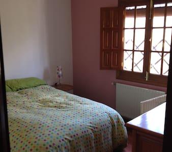 Habitación luminosa y acogedora en Fuenteheridos. - Fuenteheridos