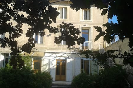 Appartement dans maison vignerone - House