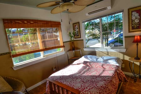 Tropical setting. A private studio with full bath. Located next to driveway for easy access. Full size bed. Small refrigerator, microwave,  wifi, TV, cable, security system, AC. Comfortable, clean and stylish.