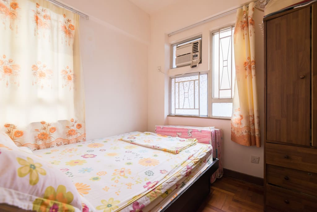 Mong kok MTR with 2 BR for 6
