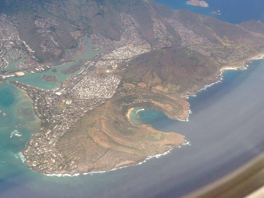 aerial view of the Hawaii Kai area, Koko Head, Koko Crater,  Hanauma bay, and our house is right there.. (giggles)