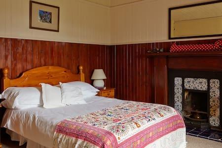 Red Cottage, Eilean Shona Island - Acharacle