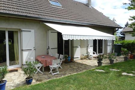 chambre dans village vigneron - Couchey - House
