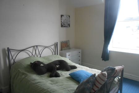 Double room with glorious view - Abergele - 一軒家