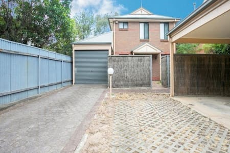 CBD fringe ... Single room - Townhouse