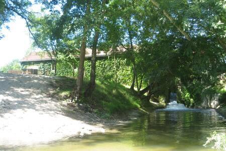 Moulin à eau avec jaccuzi naturel - Insel