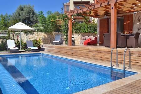 Villa Maria - stunning 3 bedroom villa - Huvila