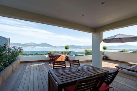 appartement terrasse et vue sur mer - Apartment