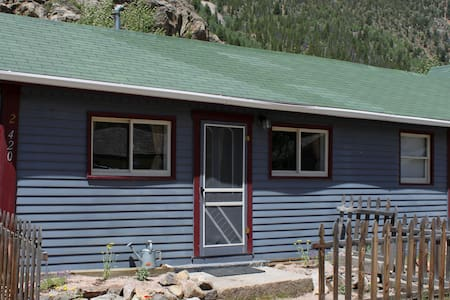 Historic & Cozy Clear Creek Cottage - Silver Plume - Blockhütte