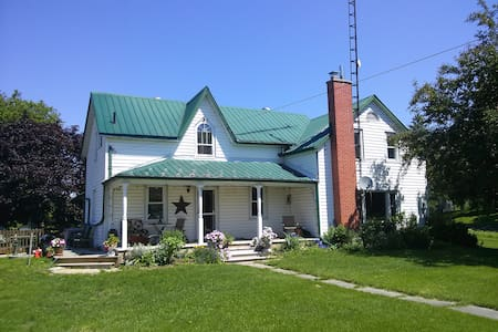Kerbyhollow Cozy farmhouse bedroom - Ház