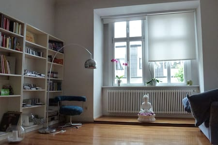 Zimmer in charmanter Altbauwohnung