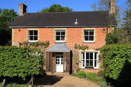 The Brick House, Cheriton - Bed & Breakfast