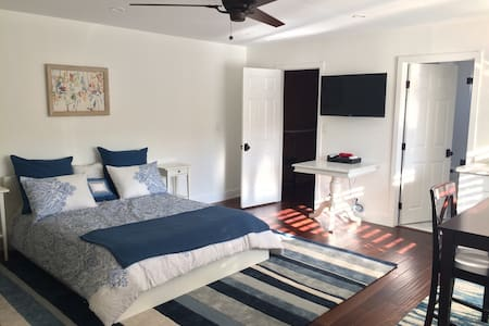 Gracious, newly redone studio apartment in LA - Los Angeles - Lejlighed