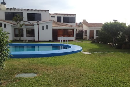 Beach/pool house in Chorrillos - Lima - House