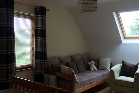 Quiet 4 bed with parking  - House