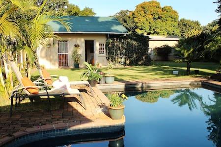 Adada Cottage White River (SA) - Appartement