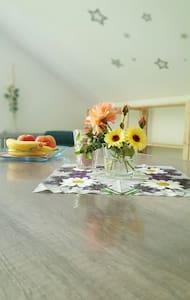 Wunderschönes 1 Zimmer Appartement - Rumah