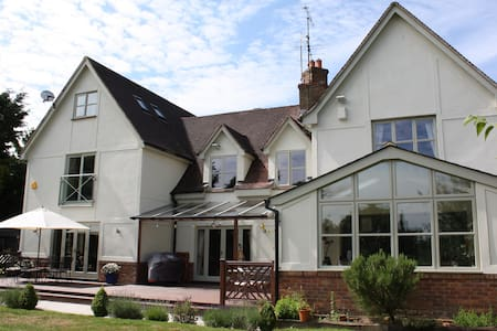 Luxury room  FREE Stansted transfer - House