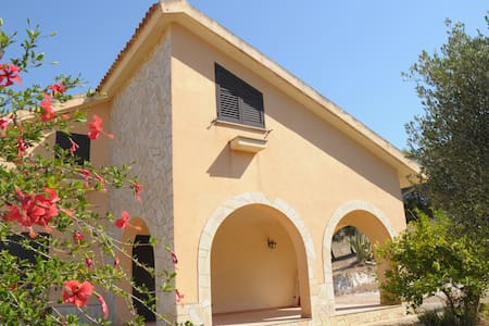 Detached house near the sea and the land - Montallegro - Villa