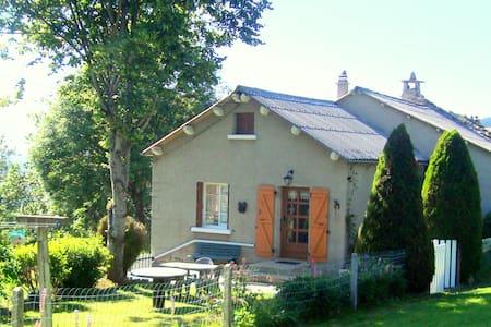 Maison  de campagne - Saint-Julien-Chapteuil